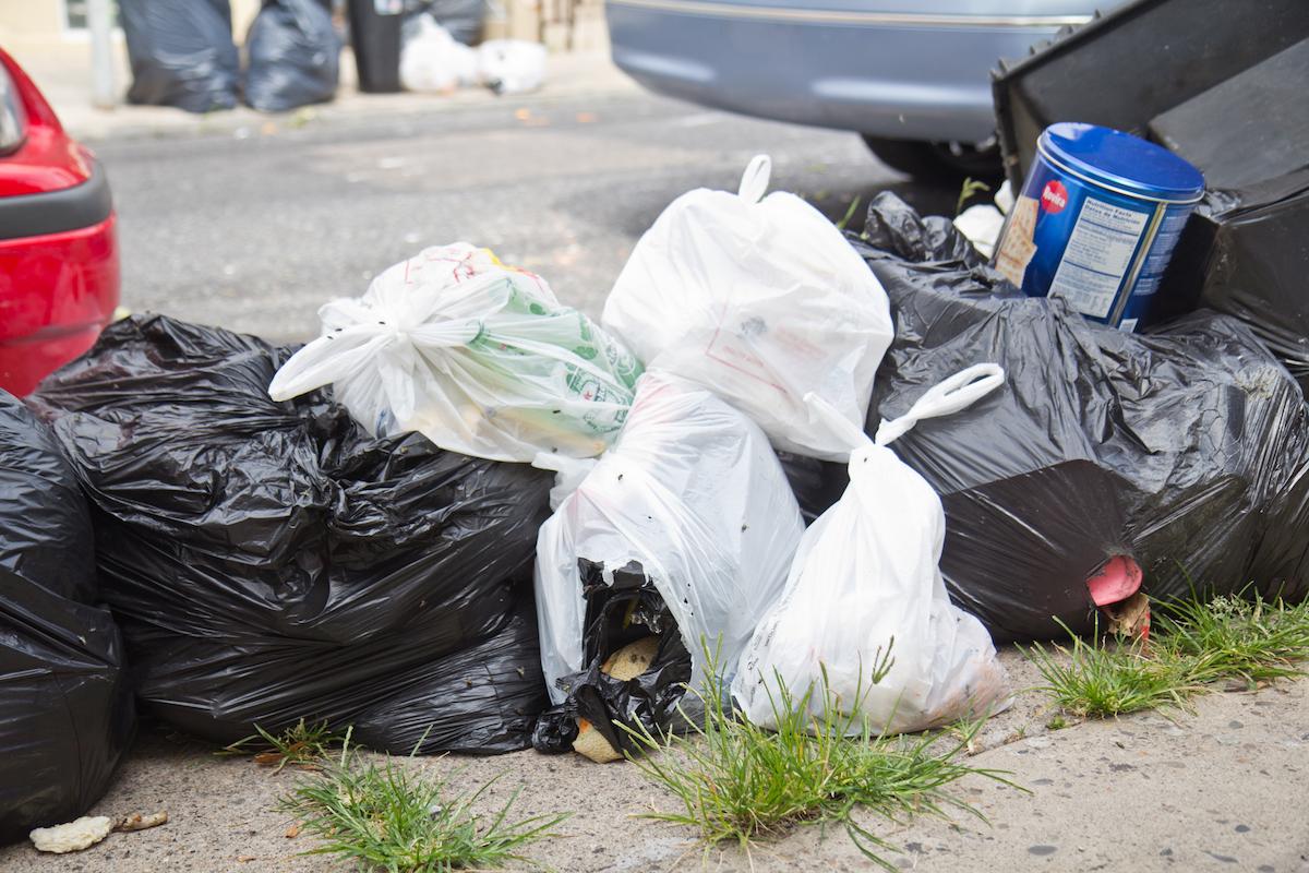 Los trabajadores de saneamiento de Filadelfia culpan a la 'mala gestión' por las calles sucias. 1